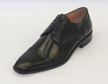 Mercanti Fiorentini 06722 brogue toe cap 5 tie derby lace up shoe, shown here in oblique view.
