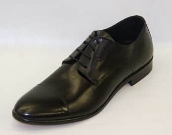 Progetto 1378 model is a 4 tie derby lace toe cap shoe at Mark Kendall Shoes, shown here in oblique view.