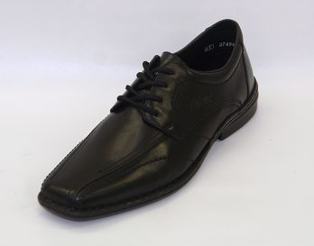 The Rieker 19822-00 bike toe derby shoe has All Black Leather Uppers with bike toe, Shower-proof Membrane lining , Leather Foot-bed, Upper Side-stitched to a PU heel and sole Unit, At Mark Kendall Shoes. The Rieker 19822-00 shoe is shown here in oblique view.