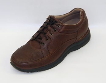 The Rockport Edgehill sneaker shoe has a Black or Brown light grained Leather Upper, Man Made lining with a removable comfort foot-bed, and a Vibram Rubber heel and sole Unit. The brown version of the Rockport Edgehill is shown here in oblique view.