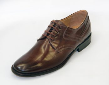 The Galizio Torresi 315904 model 4 tie derby lace up shoe has All Leather Uppers in Nougat (Nut Brown), All Leather lining, and Stitched-On Leather Sole with Leather Heel and Rubber Protector. The Galizio Torresi 315904 derby shoe is a trend dress shoe. the Galizio Torresi model 315904 derby shoe is hown here in oblique view.