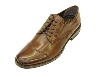 The model 314272B mens derby lace toe cap_shoe by Italian brand Galizio Torresi, from Mark Kendall Shoes. The 314272B shoe is shown here in oblique view.